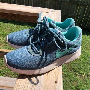 Size 10 turquoise Nike's